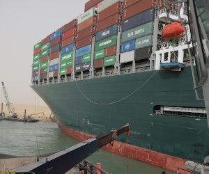 Egypt: Container ship still stuck in Suez Canal